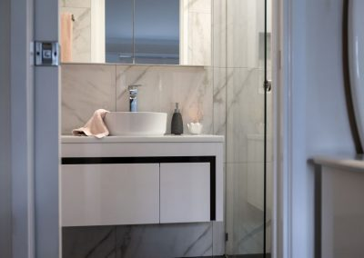 floating vanity ensuite renovation in calamvale with Avocado Constructions